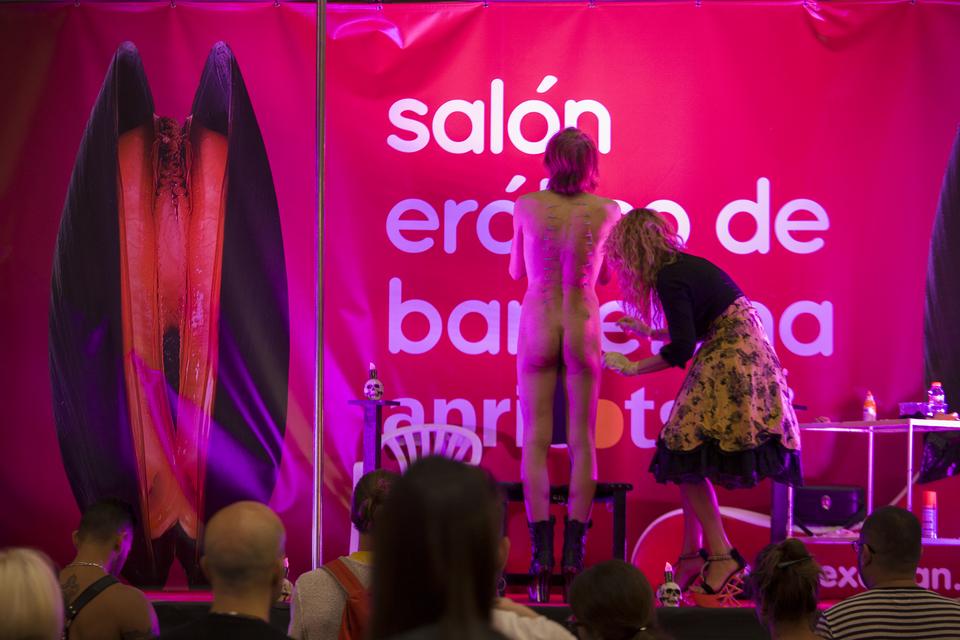 Espectáculo Ama Monika en el Salón Erótico de Barcelona Apricots