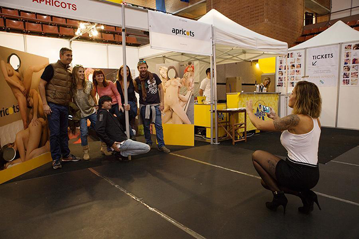 Salón Erótico de Barcelona Apricots, stand Apricots tu marca del puterío